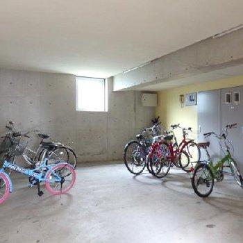 自転車もおしゃれなのが多いな〜
