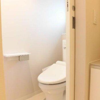 トイレも個室ですもん!