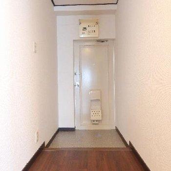 玄関と廊下もしっかりスペースがあります。