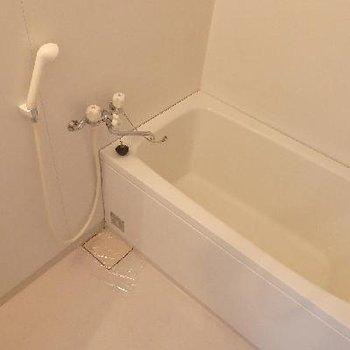 お風呂に鏡が…ない…。