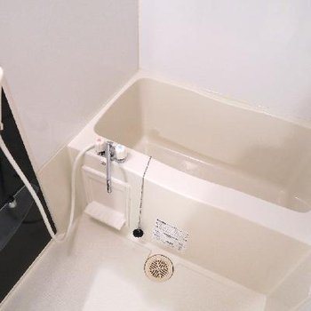 お風呂はちょいとコンパクト。でも。、綺麗。