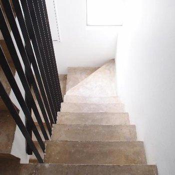 共用部の階段。オシャレ。