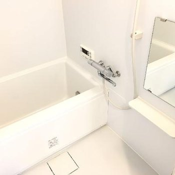 浴槽がちょっと大きめでゆったりできそう