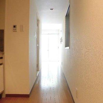 玄関からお部屋へ〜細い!
