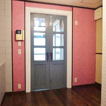ダイニングとお部屋のドアに注目!これは大正時代のもの