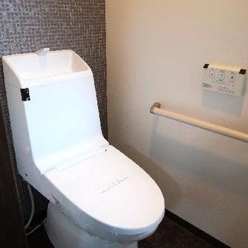 凛とした佇まうのトイレ。