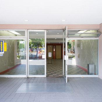 ひろーい建物の玄関