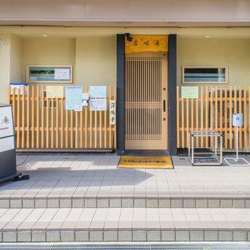 1階テナント部分には和食料理屋さんも入っています。