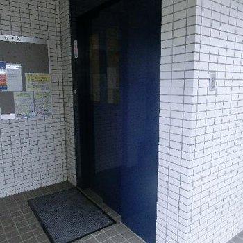 清潔感の漂うエレベーター