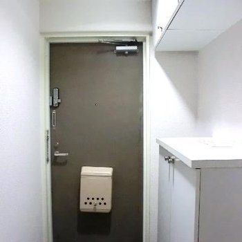 玄関は普通ですね。
