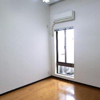 洋室その1。ここも天井が高いんです☆
