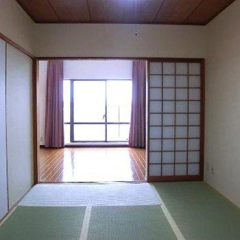 リビングに繋がる和室から。