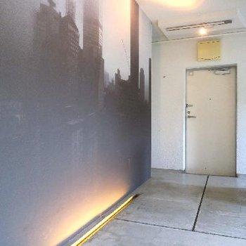 扉を開けると現れるマンハッタン。