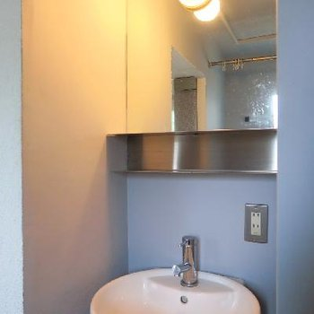 現代アートみたいな洗面台。