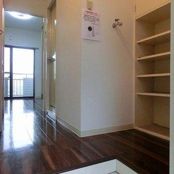 玄関は広め。※写真は別のお部屋です