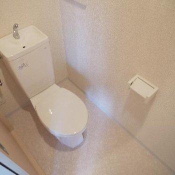 トイレにはコンセントもあります。