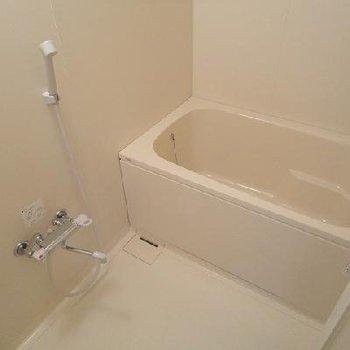 追い焚き・浴室乾燥ついています※写真は別部屋