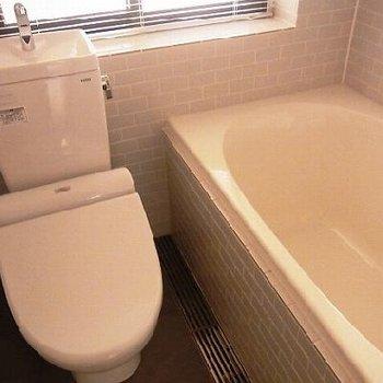 トイレの横が玄関です!