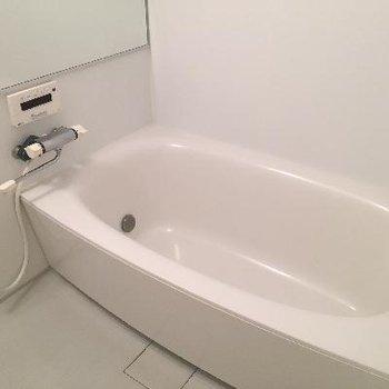 ゆったり湯船のお風呂。