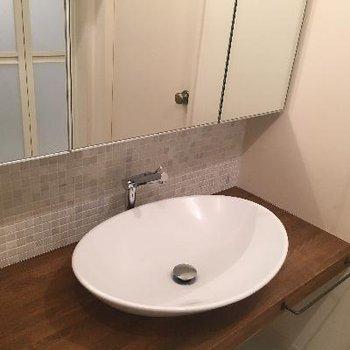 ボウルタイプの独立洗面台。
