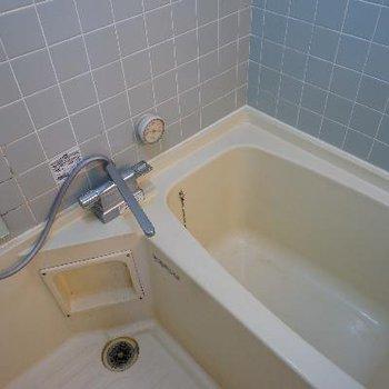お風呂は案外ふつうです。