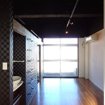 天井が高く開放的