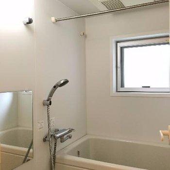 お風呂には浴室乾燥機がついています!