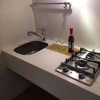 キッチンは2口コンロで十分快適に料理できそうです