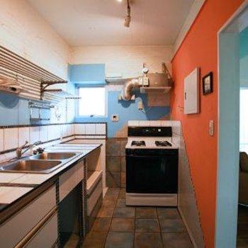 キッチンの広さが花丸。海外仕様のガスストーブがこのお家にマッチです。