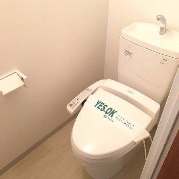 玄関を入って正面はトイレです
