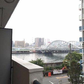 ちょっとずらせば!海と橋が見えますよ