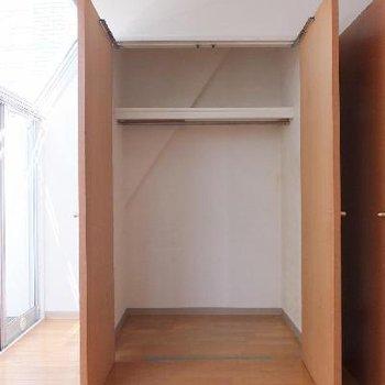 クローゼットはふたつ。大きいので2人分でも十分!*お部屋は別部屋です