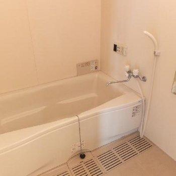 お風呂、大きいです!追い焚き付。*お部屋は別部屋です