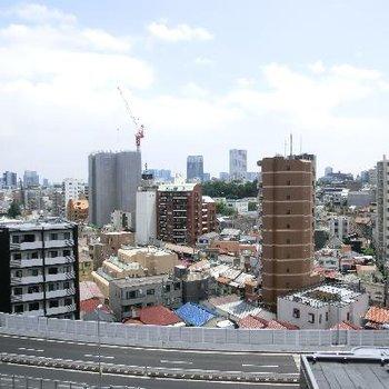 さすが最上階。近くに首都高。