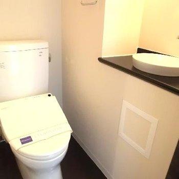 この洗面台と照明、ずるいです。