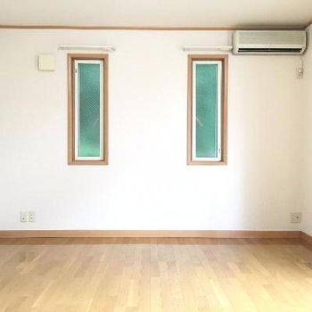 小窓がかわいいですね