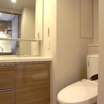 洗面台とトイレ。併設。