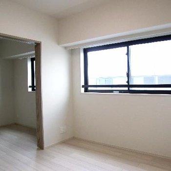 二部屋こんな風につながってます。引き戸で仕切る事も可能です。