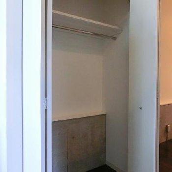 収納も高さがあります。*写真は別部屋です。
