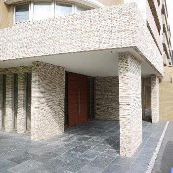 重厚感のあるマンション玄関