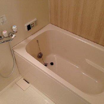 お風呂は追い焚き着いてます!※写真は別部屋・前回募集時の写真です。