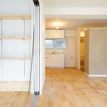 5帖のお部屋には壁棚も設置♪※完成前の写真・前回募集時の写真です。