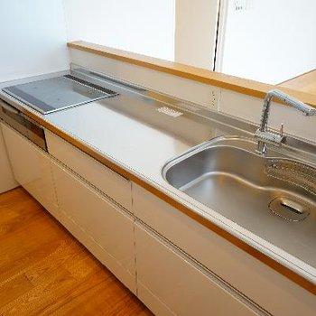 キッチンもゆったり大きなサイズ。