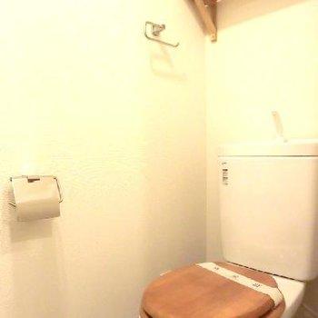 トイレは可愛い木製便座がつきます※写真はイメージです