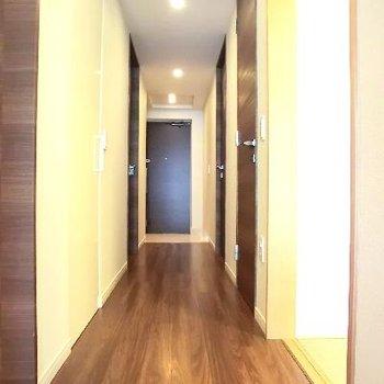 なっがーい廊下です。高級感を忘れない上質さがツボ。