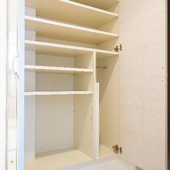 下駄箱も大容量!片面の扉は大きな鏡になってます♪