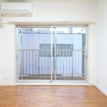 6帖の洋室は使いやすいシンプルなお部屋に。
