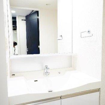 洗面台もゆったりです♪※写真は別のお部屋です