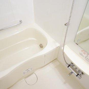 お風呂もゆったり機能的!※写真は別のお部屋です