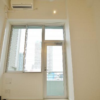 窓も大きく開放感のある部屋※画像は別部屋